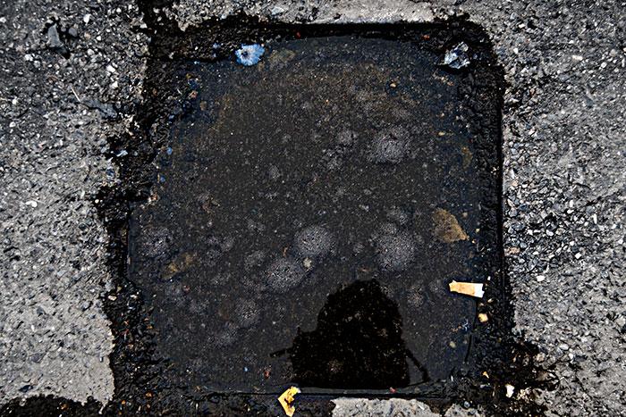 Pegote de barro: foto Monigote de alcantarilla