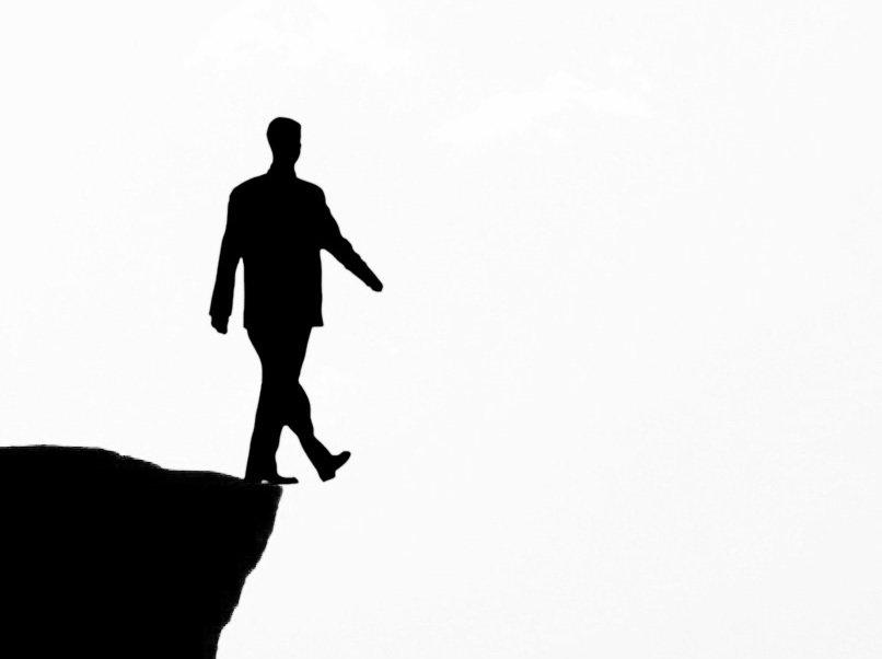 Aforismos de juventud: Ser humano al borde del precipicio
